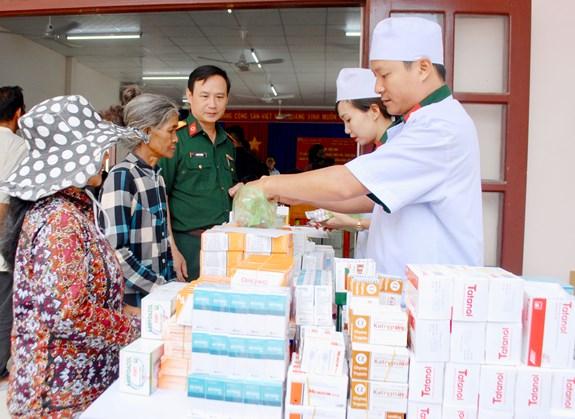 16072018vthuy7 - Tổng cục Hậu cần và Bệnh viện Quân y 87 khám bệnh, cấp thuốc miễn phí cho đối tượng chính sách tỉnh Khánh Hòa
