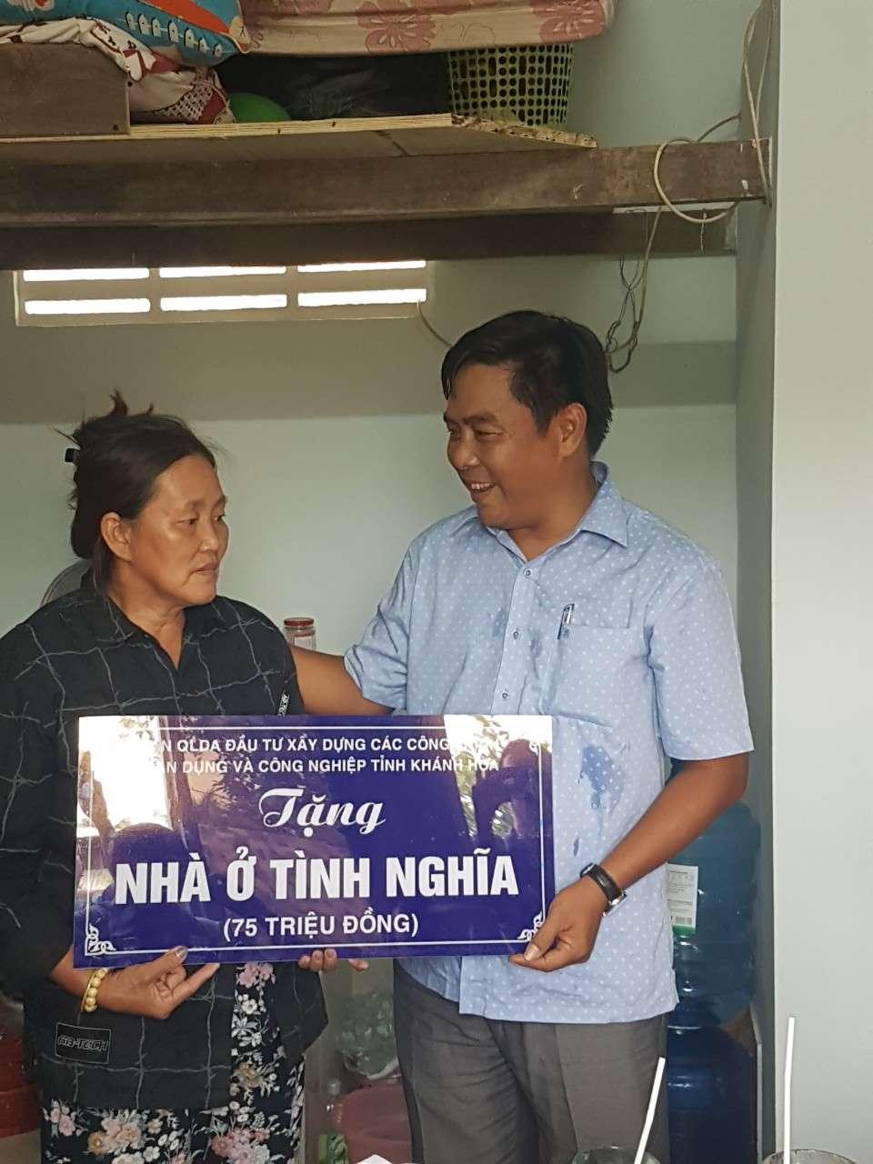 """2 2 - Bàn giao CTTN """"Xây dựng Nhà tình nghĩa""""  tại xã Vĩnh Hiệp, thành phố Nha Trang"""