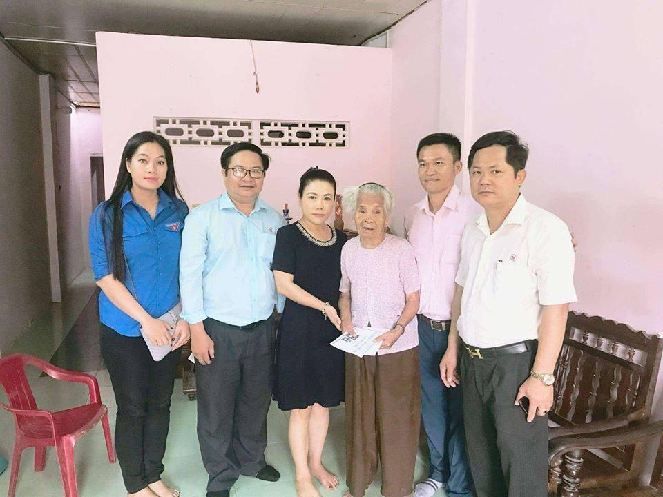 Thường trực Tỉnh đoàn và Hội Doanh nhân trẻ tỉnh thăm, tặng quà các Mẹ Việt Nam Anh hùng