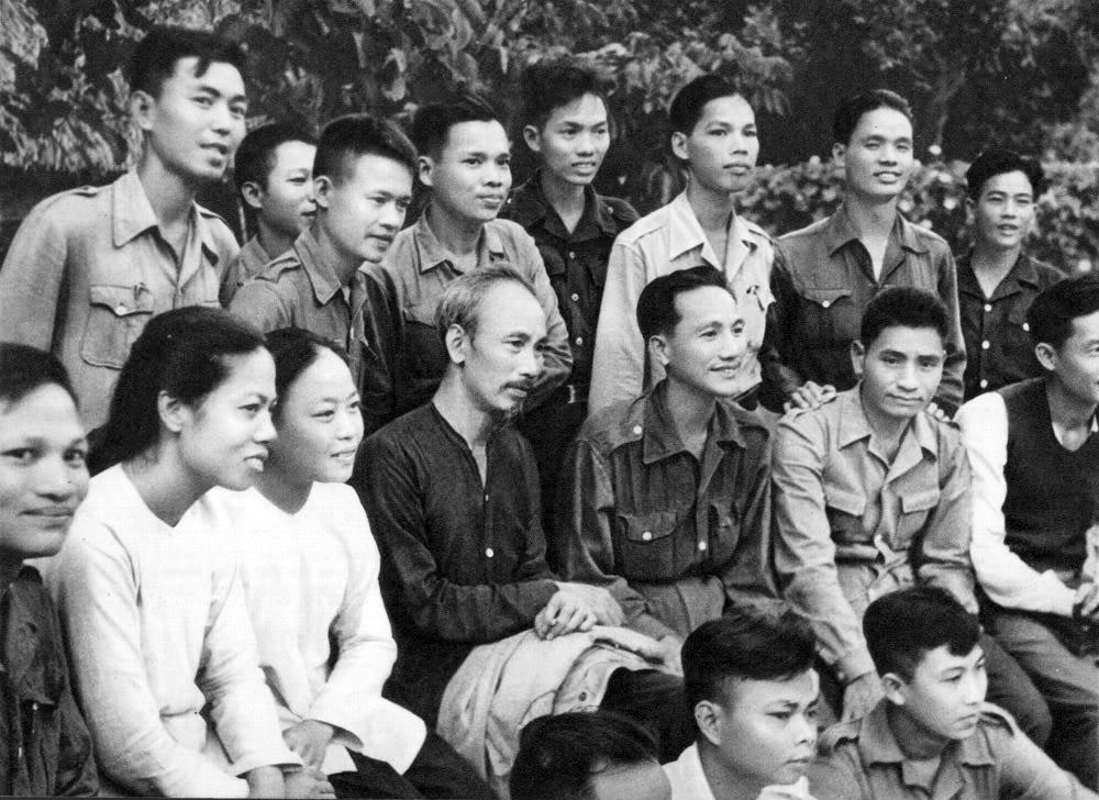 Năm 1949, Đoàn đại biểu Nam Bộ từ miền Nam ra thăm miền Bắc đã tới quây quần bên Hồ Chủ tịch.