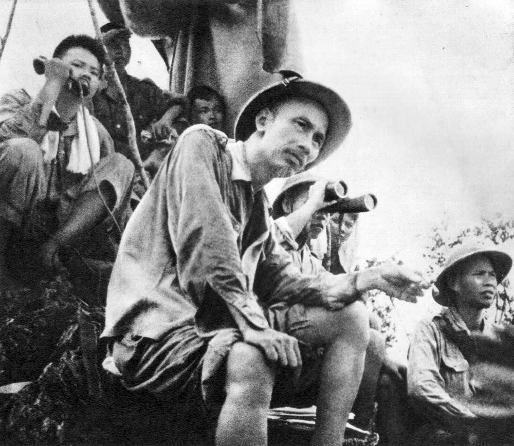 Là người sáng lập và lãnh đạo quân đội ta, Hồ Chủ tịch đã theo dõi mặt trận suốt thời gian chiến dịch biên giới.