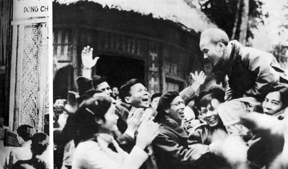 Người với các đại biểu Đại hội thống nhất Việt Minh - Liên Việt, năm 1951.