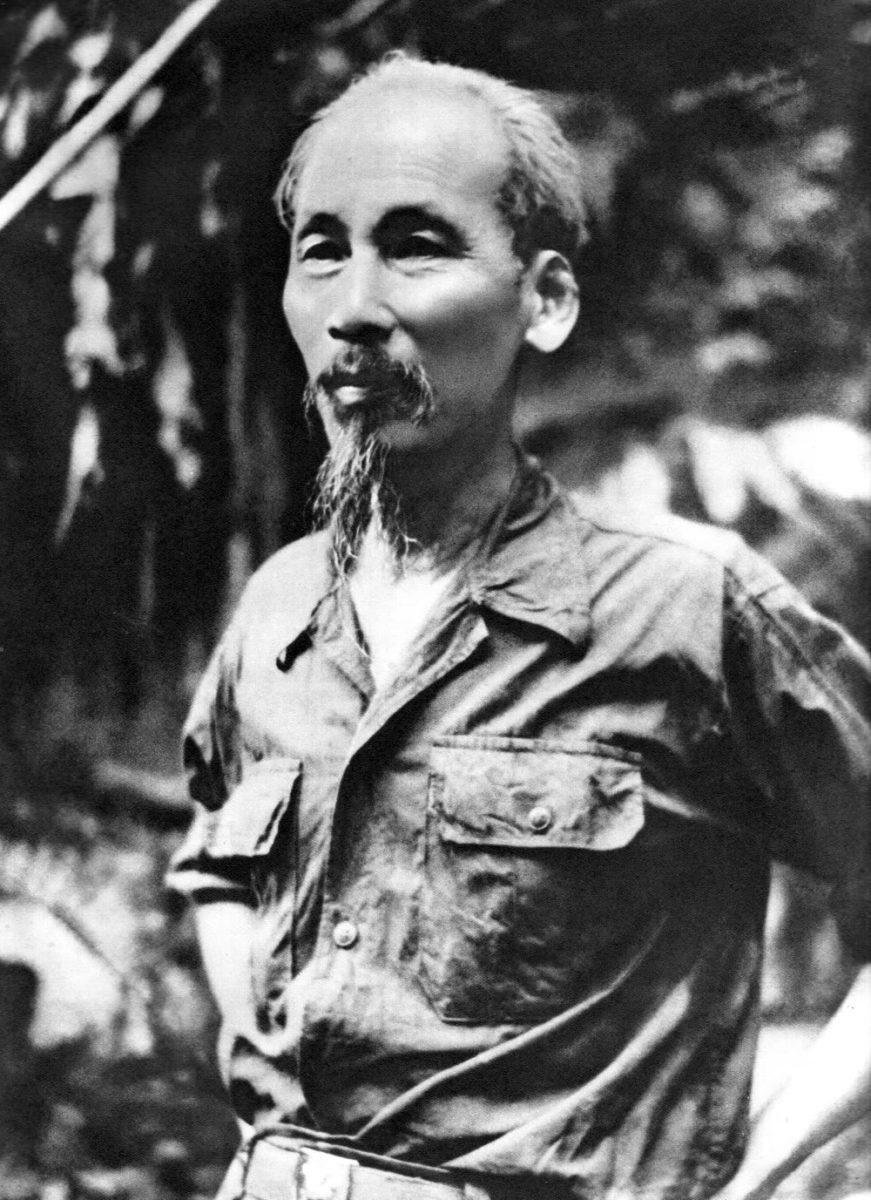 Hồ Chủ tịch sau ngày toàn quốc kháng chiến chống thực dân Pháp thắng lợi (1954).
