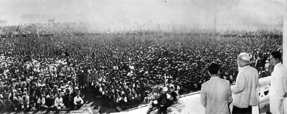 Mười vạn nhân dân và cán bộ tỉnh Thanh Hoá hứa với Người sẽ ra sức xây dựng Thanh Hoá thành một tỉnh kiểu mẫu của miền Bắc xã hội chủ nghĩa (1961).