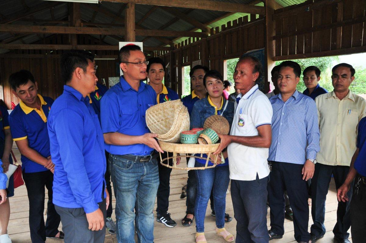 images5337226 APP 7326 - Sôi nổi chiến dịch Mùa hè xanh tại tỉnh Attapeu (Lào)