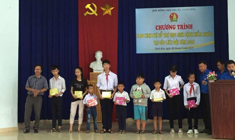 BENH-HIEM-NGHEO NINH HÒA: Trao 133 triệu đồng hỗ trợ học sinh bệnh hiểm nghèo