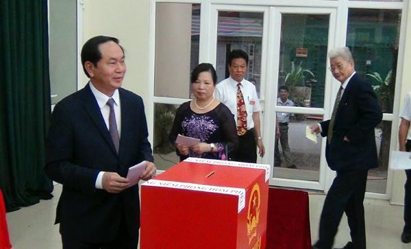 ctn tran dai quang bau cu  15375180627071650891888 - Hình ảnh Chủ tịch nước Trần Đại Quang trong những sự kiện nổi bật