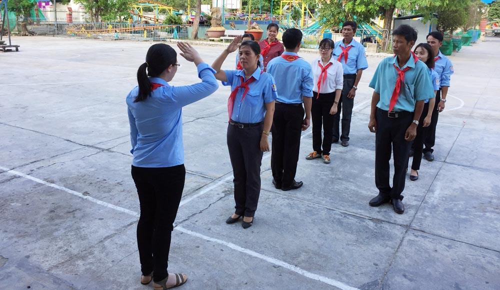 nghi thuc - NINH HÒA: Khai mạc Lớp tập huấn giáo viên - Tổng phụ trách Đội năm học 2018 - 2019