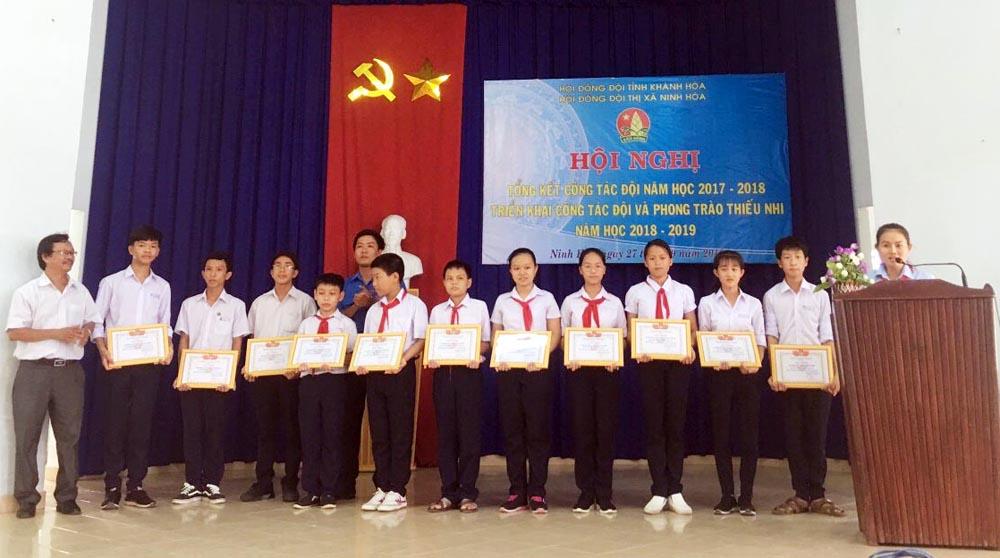 trao giai tin hoc tre - NINH HÒA: Hội nghị triển khai công tác Đội và Phong trào thiếu nhi  năm học 2018 - 2019