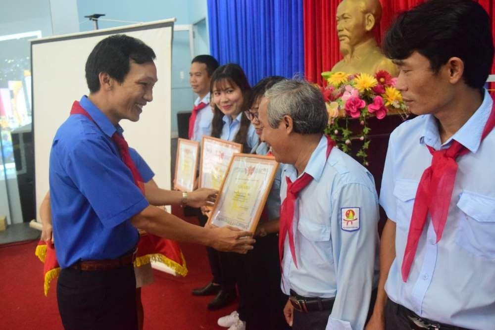 077 - 34 tập thể, cá nhân được Hội đồng Đội Trung ương khen thưởng