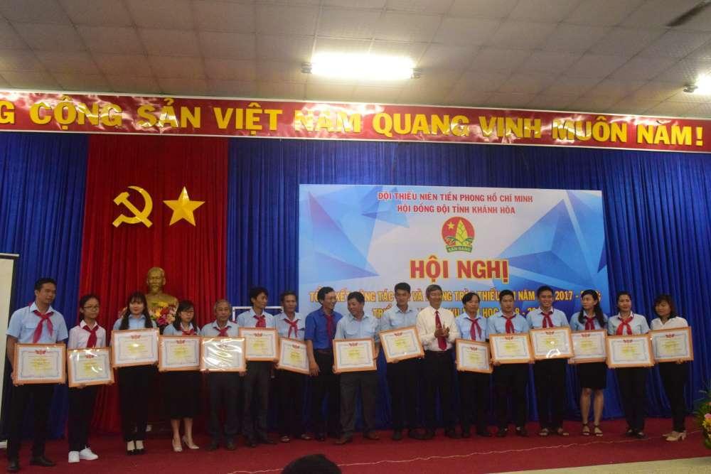 079 - 34 tập thể, cá nhân được Hội đồng Đội Trung ương khen thưởng