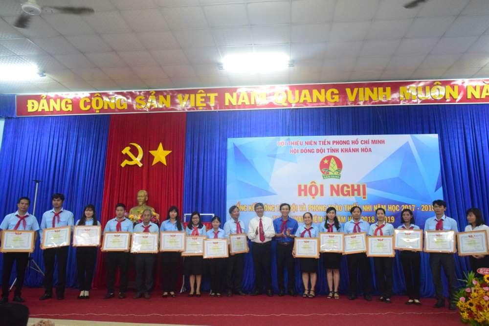 080 - 34 tập thể, cá nhân được Hội đồng Đội Trung ương khen thưởng