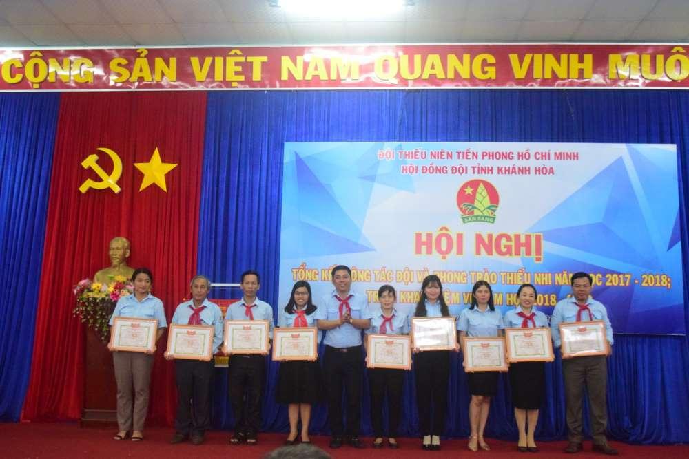 083 - 34 tập thể, cá nhân được Hội đồng Đội Trung ương khen thưởng