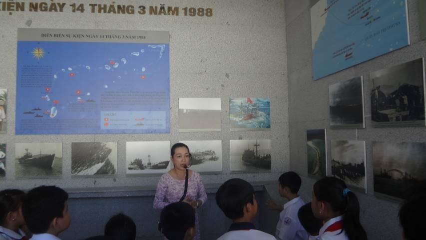 55 - CAM LÂM: Trao 62 suất học bổng cho học sinh nghèo học giỏi