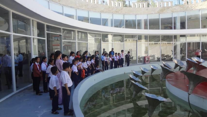 77 - CAM LÂM: Trao 62 suất học bổng cho học sinh nghèo học giỏi