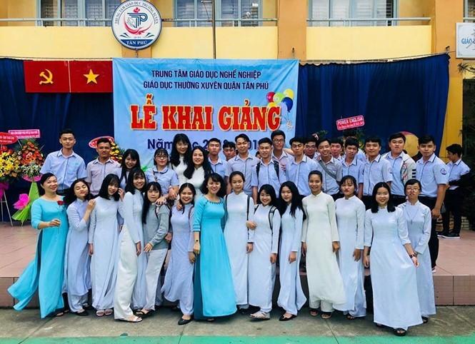 anhdaidien cjti - Phụ nữ Việt, họ là ai?: Kỳ 2 - Người xây tâm hồn từ tiếng chửi thề