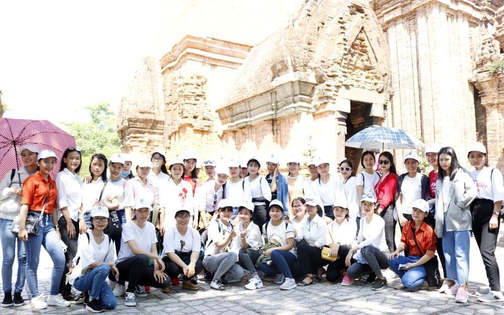 mg 8560 - Đoàn Trường CĐSP Trung ương Nha Trang tham quan tìm hiểu văn hóa, danh lam thắng cảnh của thành phố Nha Trang