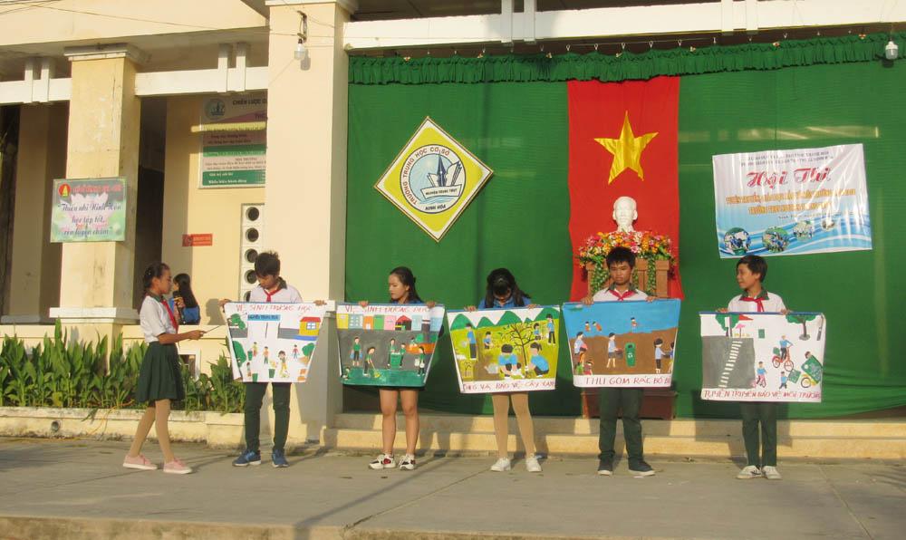 """3 - Liên đội trường THCS Nguyễn Trung Trực: Hội thi """"Tuyên truyền, giáo dục bảo vệ môi trường"""""""