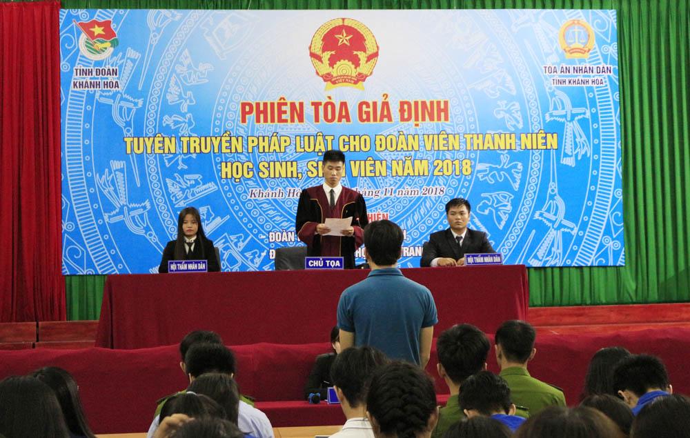 """4 - Đoàn Khối các cơ quan tỉnh: """"Phiên tòa giả định""""  hưởng ứng Ngày Pháp luật Việt Nam"""