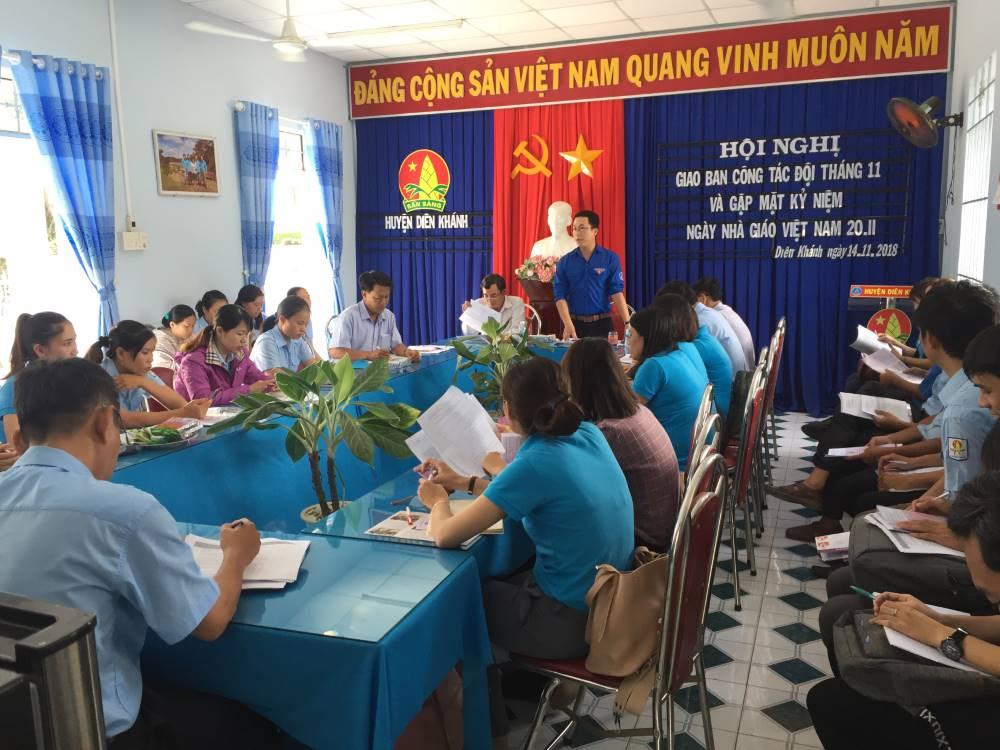 DIÊN KHÁNH: Gặp mặt giáo viên - tổng phụ trách Đội nhân dịp kỷ niệm 36 năm Ngày Nhà giáo Việt Nam 20/11 1
