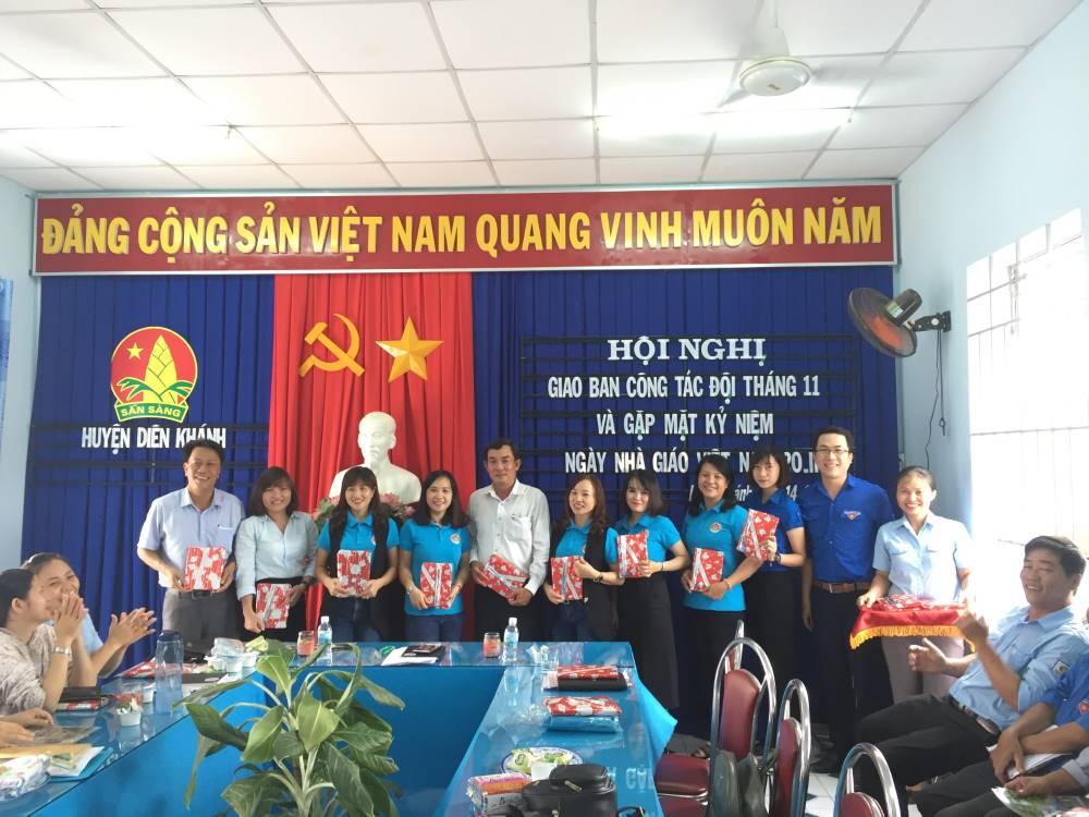 DIÊN KHÁNH: Gặp mặt giáo viên - tổng phụ trách Đội nhân dịp kỷ niệm 36 năm Ngày Nhà giáo Việt Nam 20/11 2