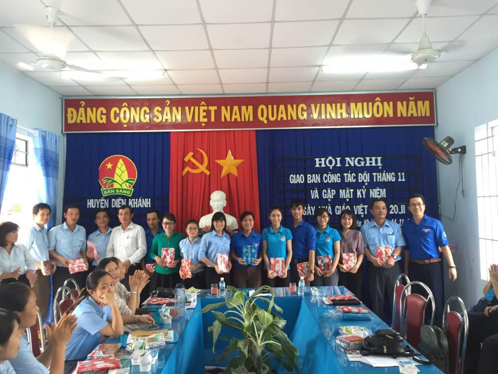 DIÊN KHÁNH: Gặp mặt giáo viên - tổng phụ trách Đội nhân dịp kỷ niệm 36 năm Ngày Nhà giáo Việt Nam 20/11 3