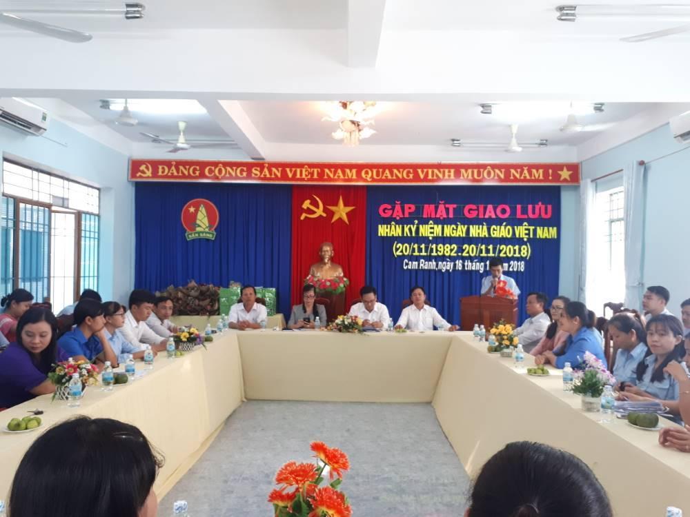 CAM RANH: Giao lưu, toạ đàm gặp mặt giáo viên tổng phụ trách Đội nhân ngày nhà giáo Việt Nam 1