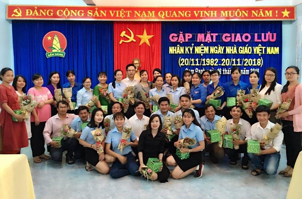 CAM RANH: Giao lưu, toạ đàm gặp mặt giáo viên tổng phụ trách Đội nhân ngày nhà giáo Việt Nam 5