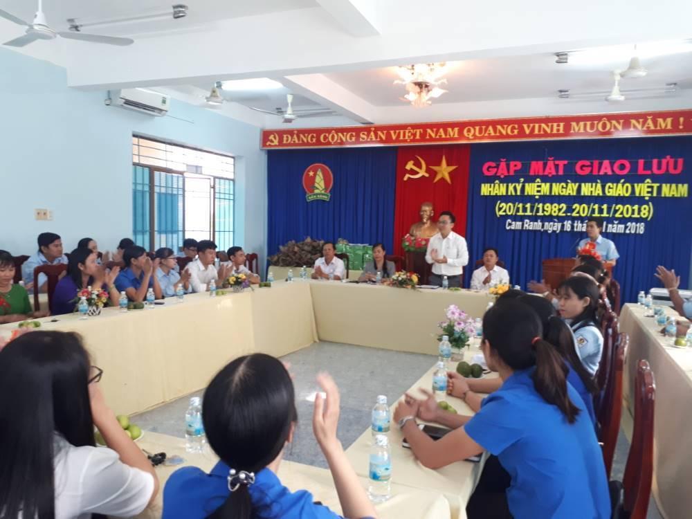 CAM RANH: Giao lưu, toạ đàm gặp mặt giáo viên tổng phụ trách Đội nhân ngày nhà giáo Việt Nam 2