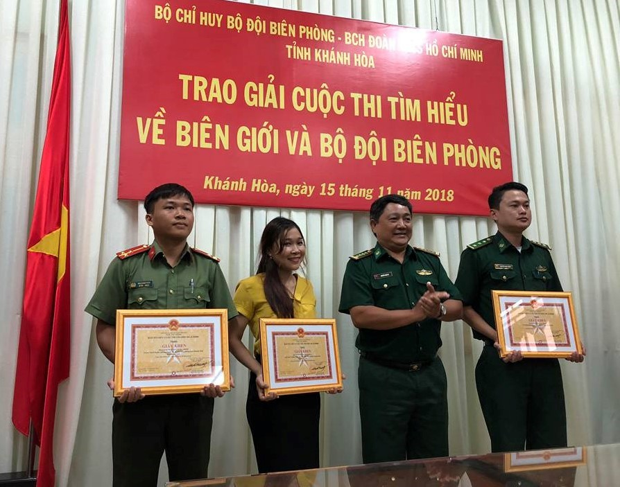 """Trao giải Cuộc thi """"Tìm hiểu về biên giới và Bộ đội Biên phòng"""" 2"""