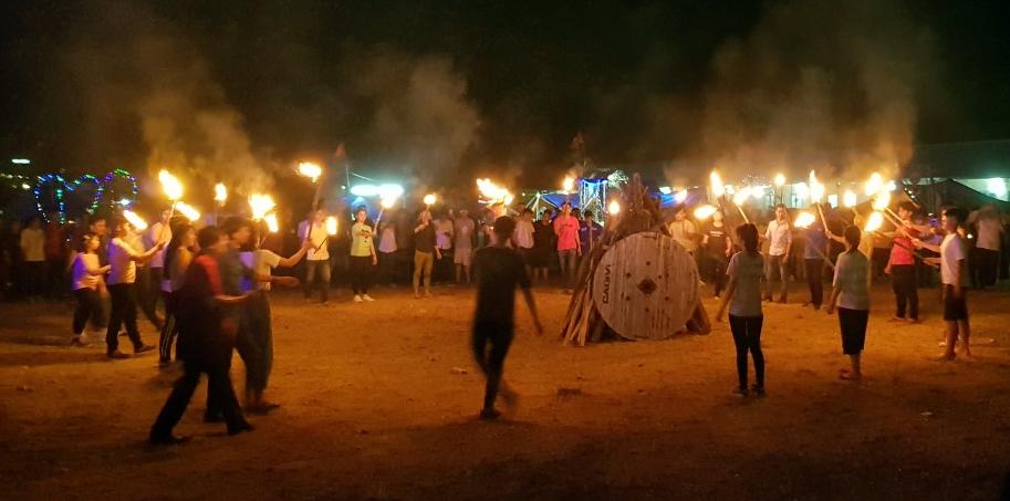Sinh hoạt lửa trại