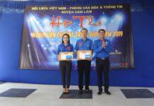 Anh Lê Thanh Văn – Phó Chủ tịch Hội LHTN Việt Nam huyện trao giải 3 cho các thí sinh.