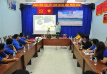 Giáo sư Nguyễn Lân Hùng hướng dẫn, chuyển giao kỹ thuật trồng các loại cây phát triển kinh tế cho đoàn viên, thanh niên