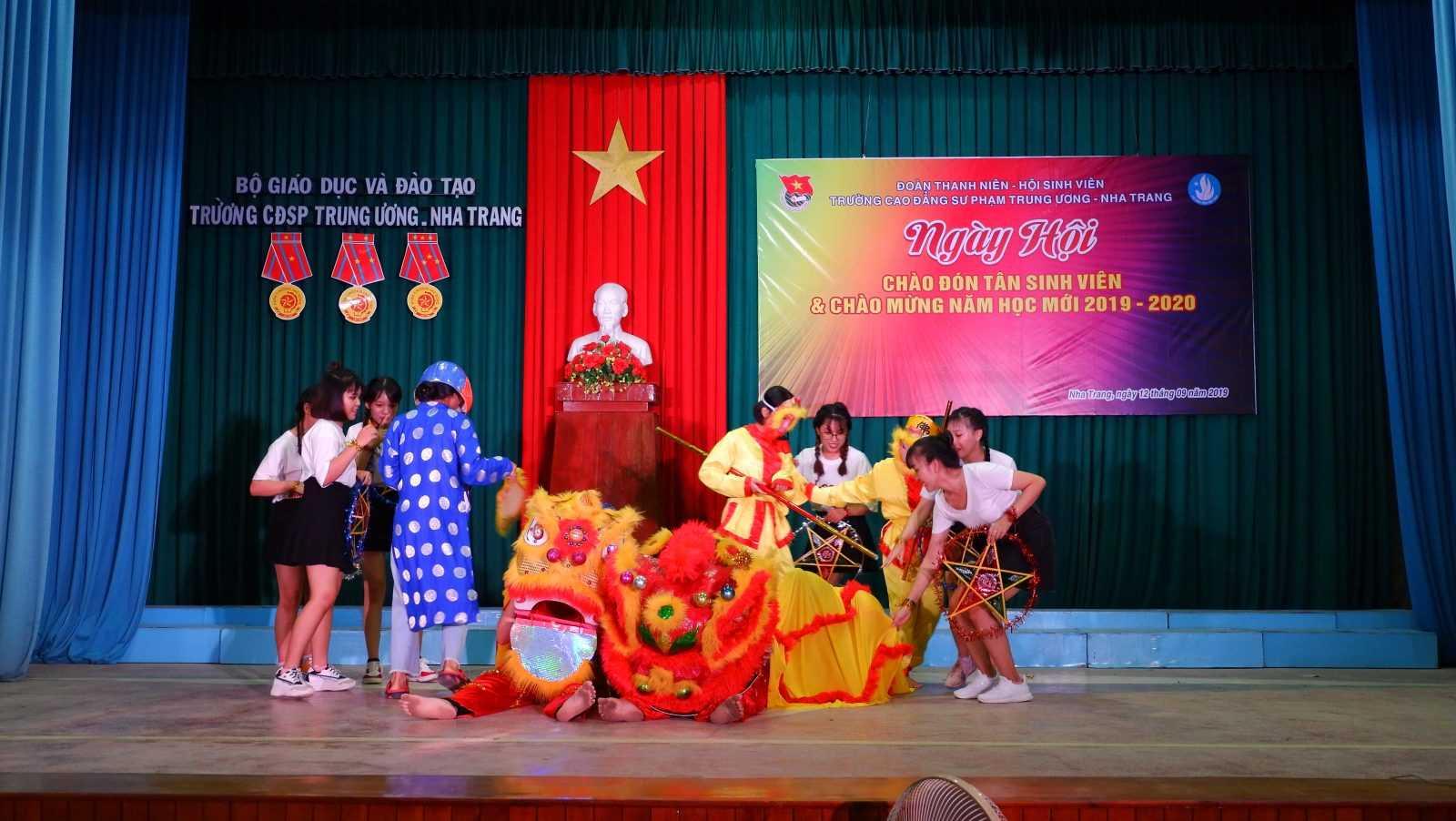 TRƯỜNG CĐSP TRUNG ƯƠNG NHA TRANG: Dạ hội chào tân sinh viên và chào mừng Năm học mới 2019 - 2020 9