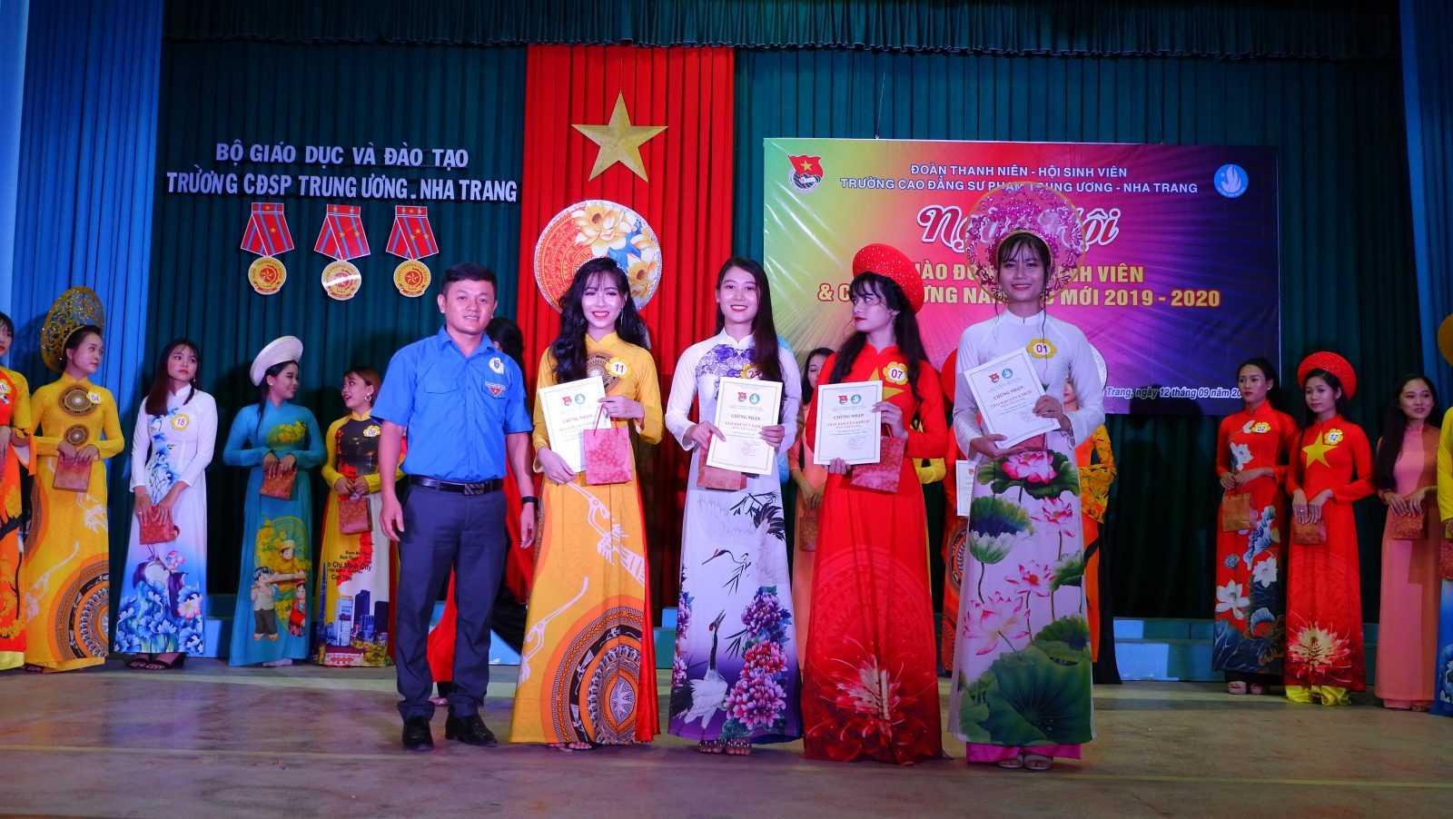 TRƯỜNG CĐSP TRUNG ƯƠNG NHA TRANG: Dạ hội chào tân sinh viên và chào mừng Năm học mới 2019 - 2020 15