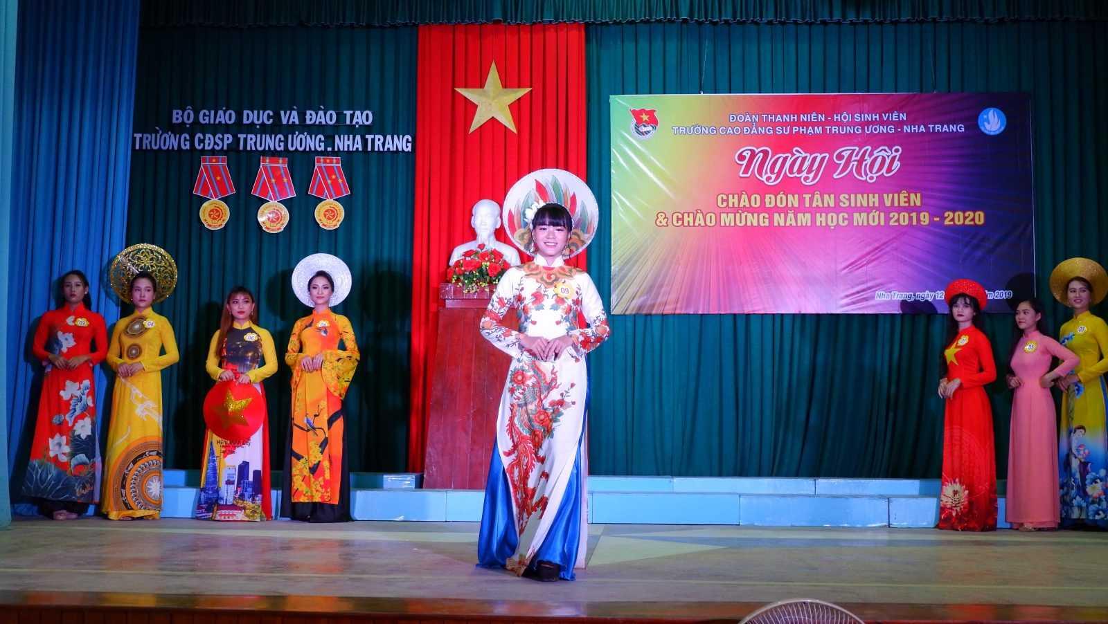 TRƯỜNG CĐSP TRUNG ƯƠNG NHA TRANG: Dạ hội chào tân sinh viên và chào mừng Năm học mới 2019 - 2020 12