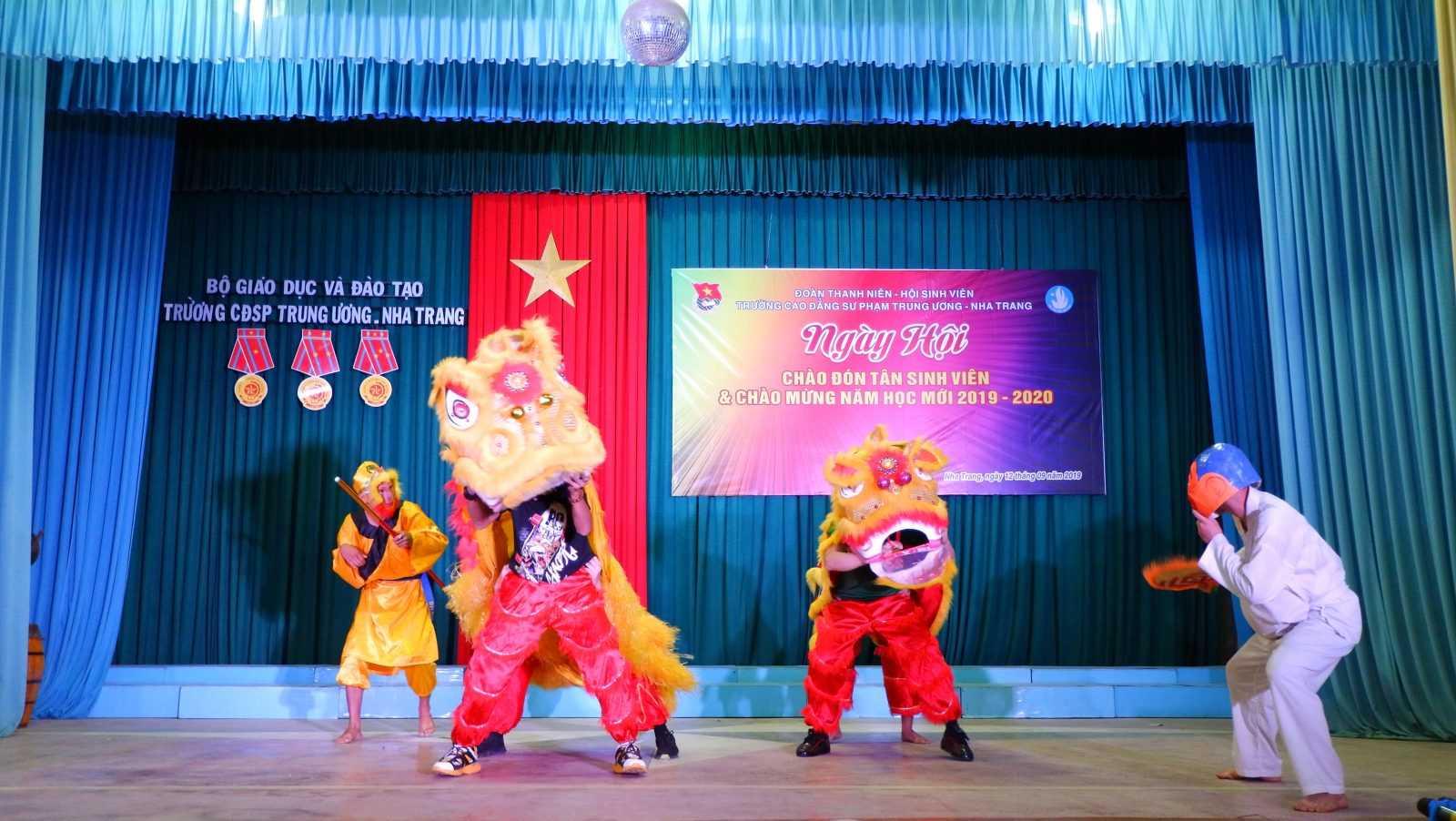 TRƯỜNG CĐSP TRUNG ƯƠNG NHA TRANG: Dạ hội chào tân sinh viên và chào mừng Năm học mới 2019 - 2020 6