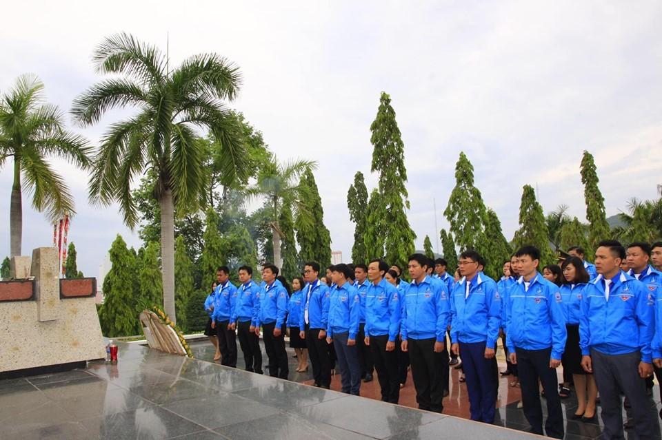 Viếng Nghĩa trang liệt sĩ Hòn Dung