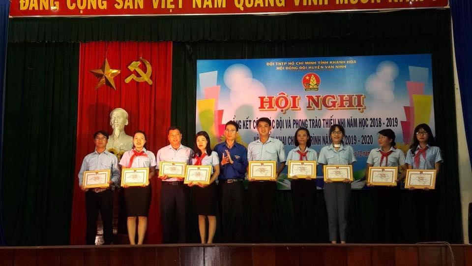 VẠN NINH: Hội nghị tổng kết công tác Đội, phong trào thiếu nhi năm học 2018 - 2019 2