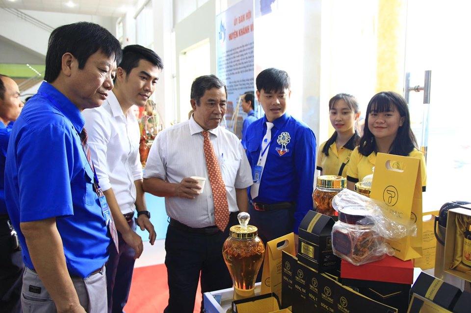 Trưng bày các sản phẩm của thanh niên khởi nghiệp và của hội viên Hội Doanh nhân trẻ Khánh Hoà