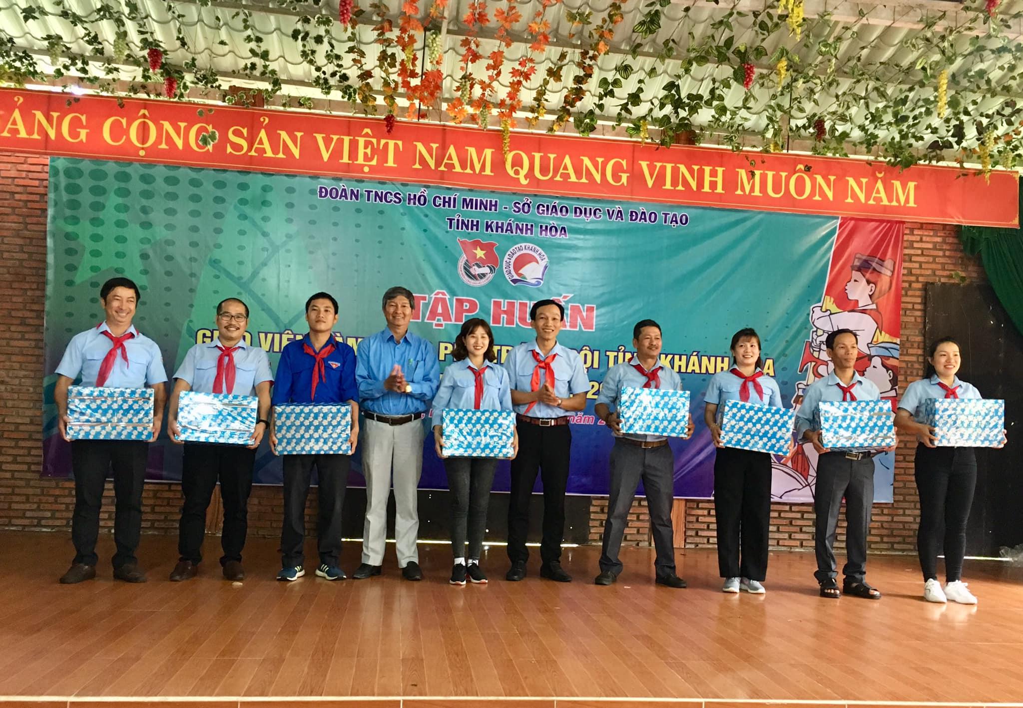 Bế mạc lớp Tập huấn Giáo viên làm Tổng phụ trách Đội tỉnh Khánh Hoà năm học 2019-2020 6