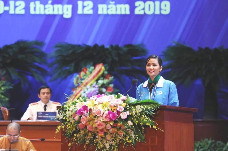 Hoa hậu H'Hen Niê đọc thư Đại hội đại biểu toàn quốc Hội LHTN Việt Nam lần thứ VII gửi thanh niên Việt Nam