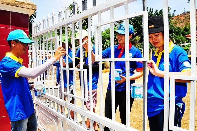 Sinh viên tham gia tình nguyện Mùa hè xanh năm 2019 tại huyện Khánh Sơn.