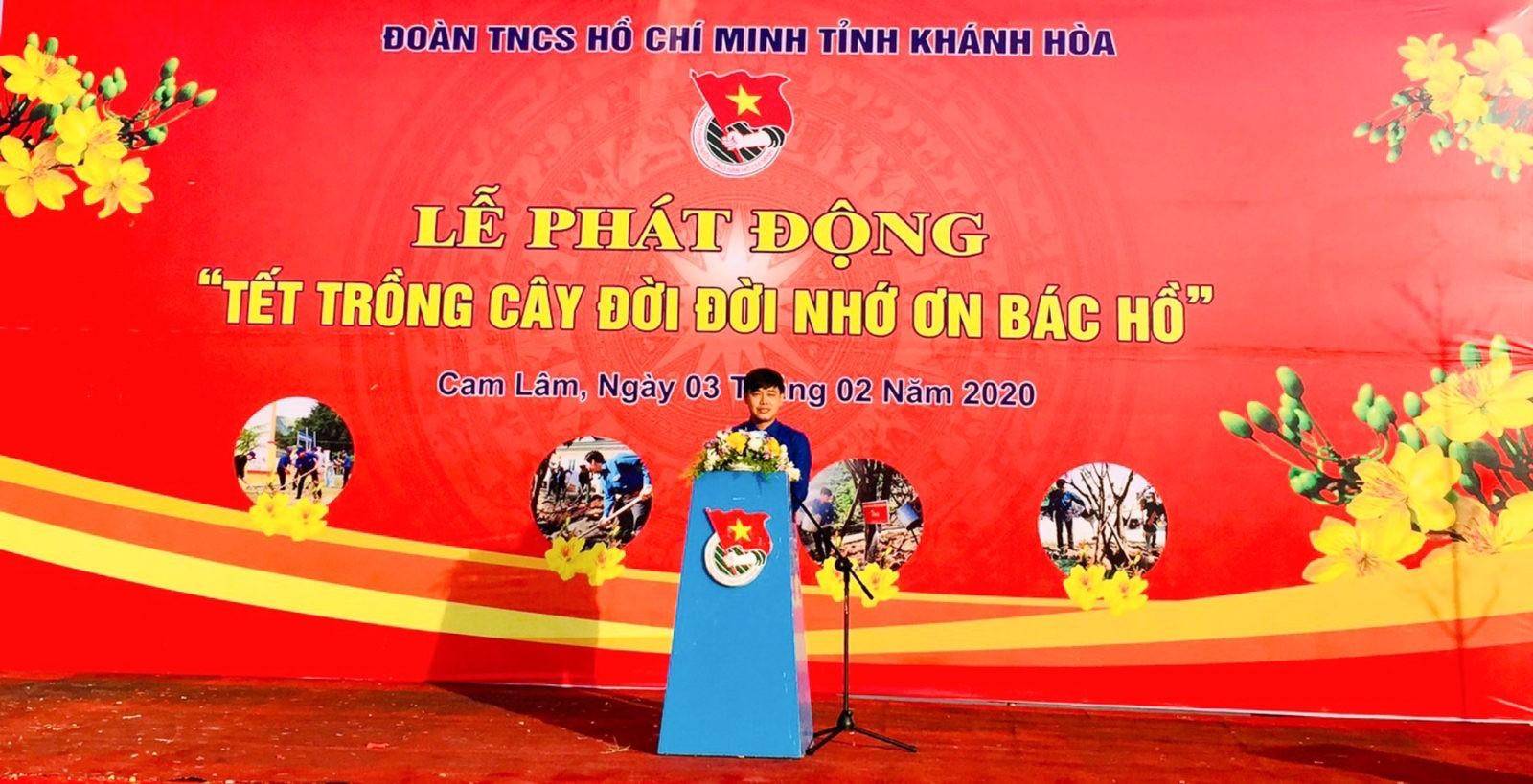 ồng chí Bùi Hoài Nam - Ủy viên Ban Thường vụ Trung ương Đoàn, Bí thư Tỉnh đoàn phát biểu tại buổi lễ.
