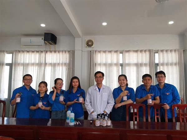 Tập huấn hướng dẫn điều chế gel sát khuẩn phòng, chống dịch Covid-19 cho ĐVTN