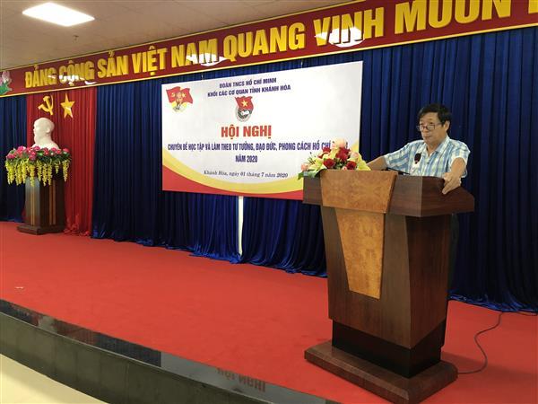 Đ/c Lương Kiên Định - Tỉnh ủy viên, Bí thư Đảng ủy Khối các cơ quan tỉnh Khánh Hòa báo cáo chuyên đề tư tưởng, đạo đức, phong cách Hồ Chí Minh năm 2020
