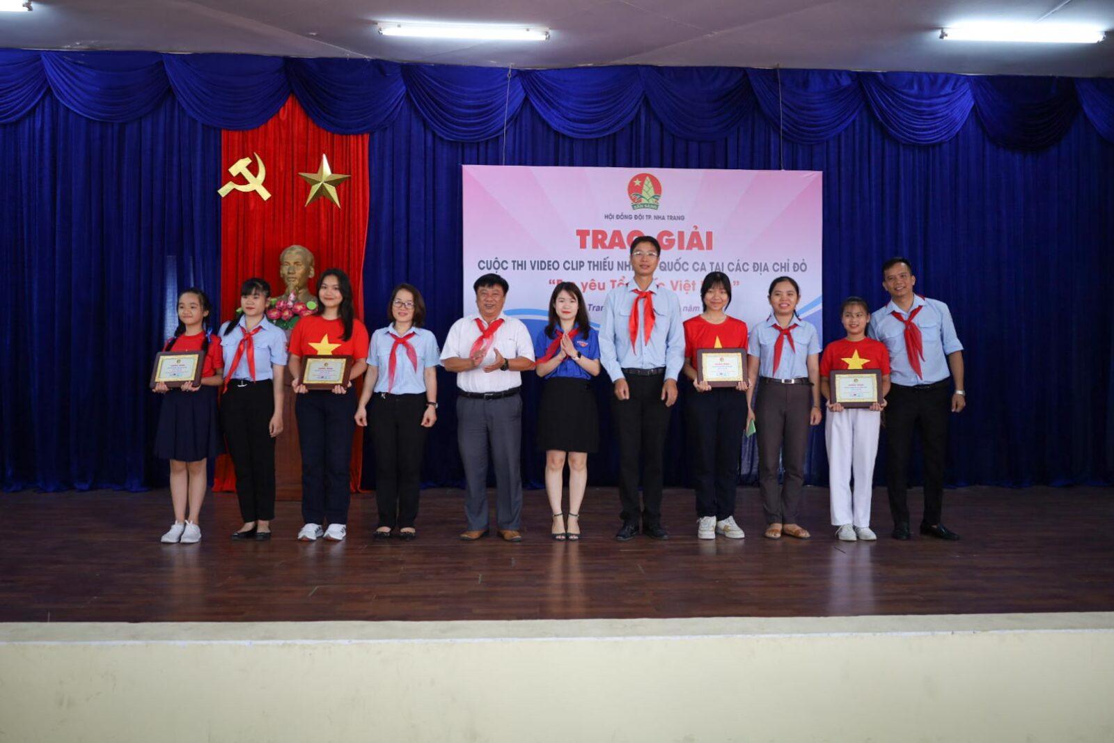 Ban tổ chức trao giải A cho các liên đội